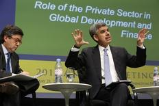 Inter-American Development Bank President Luis Alberto Moreno (L) and Allianz Chief Economic Advisor Mohamed El-Erian discuss the role of the private sector in global development during the Bretton Woods Committee annual meeting at World Bank headquarters in Washington May 21, 2014.  REUTERS/Jonathan Ernst