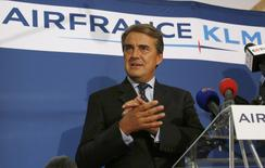 Chairman and CEO of Air France-KLM Alexandre de Juniac gestures during a news conference in Paris on the second week of a strike by Air France pilots September 22, 2014. REUTERS/John Schults