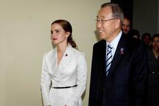 Emma Watson e secretário-geral da ONU Ban Ki-moon durante evento da campanha HeForShe, no sábado.     REUTERS/Carlo Allegri