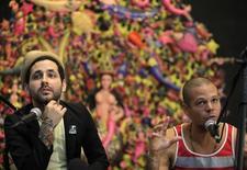 Rene Perez and Eduardo Cabra (L) of the band Calle 13 attend a news conference in Havana March 22, 2010.  REUTERS/Enrique De La Osa