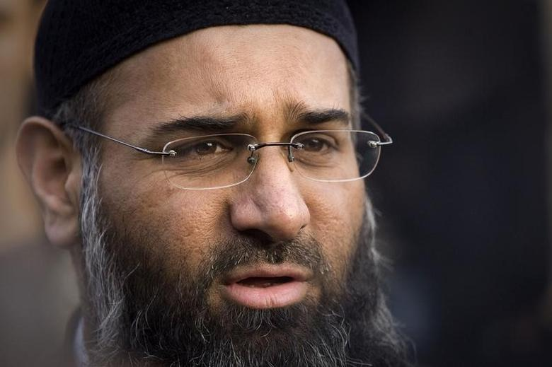Islamic preacher Anjem Choudary addresses members of the media, during a protest supporting Shari'ah Law, in north London October 31, 2009.  REUTERS/Tal Cohen