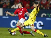Hofmann (E) e Strobl disputam lance em jogo entre Mainz e Hoffenheim. REUTERS/Ralph Orlowski