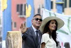Ator norte-americano George Clooney e a mulher, Amal Alamuddin, em Veneza. 29/092014 REUTERS/Alessandro Bianchi