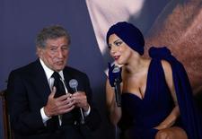 Os cantores Tony Bennett (esquerda) e Lady Gaga concedem entrevista coletiva antes do show, em Bruxelas, na Bélgica, em setembro. 22/09/2014 REUTERS/Yves Herman