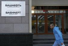 A man walks past the headquarters of Bashneft JSOC, in which Sistema has an effective ownership stake, in Moscow, September 17, 2014. REUTERS/Maxim Shemetov (RUSSIA - Tags: BUSINESS POLITICS ENERGY LOGO)