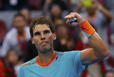 Rafael Nadal comemora ponto na partida contra o alemão Gojowczyk no Aberto da China. 02/10/2014 REUTERS/Petar Kujundzic