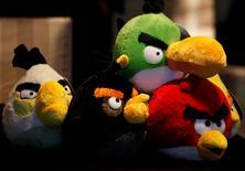 Imagen de archivo de unos juguetes de Angry Birds exhibidos en una rueda de prensa en Hong Kong, jul 3 2012. La firma Rovio, creadora de juegos para teléfonos móviles, planea recortar hasta 130 puestos de trabajo en Finlandia, un 16 por ciento de su fuerza laboral, debido a un crecimiento menor al esperado y a la necesidad de contar con una estructura más simple.  REUTERS/Bobby Yip
