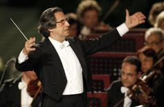 Italian director Riccardo Muti conducts a concert offered to the Pope by Italian President Giorgio Napolitano in Paul VI Hall at the Vatican May 11, 2012. REUTERS/Max Rossi