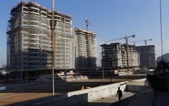 Prédios de apartamentos em construção no Rio de Janeiro. 27/06/2014 REUTERS/Ricardo Moraes