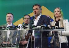 Candidato à Presidência do PSDB, Aécio Neves, discursa após resultado da eleição. O tucano disputará o segundo turno contra a pressidente Dilma Rousseff, que tenta a reeleição. REUTERS/Jackson Romanelli