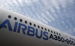 An Airbus A350 aircraft sits on the tarmac on display at the Singapore Airshow February 11, 2014.  REUTERS/Edgar Su