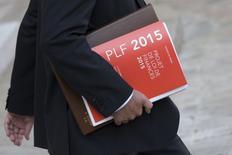 La Commission européenne va probablement rejeter d'ici la fin du mois le projet de budget 2015 présenté par la France et demander qu'il soit modifié afin de respecter les engagements de Paris en matière de réduction des déficits, selon plusieurs sources de la zone euro. /Photo prise le 1er octobre 2014/REUTERS/Philippe Wojazer