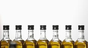 Bright Food, deuxième conglomérat agroalimentaire de Chine, a racheté une participation majoritaire au capital du producteur italien d'huile d'olive Salov, propriétaire notamment des marques Sagra et Filippo Berio. /Photo d'archives/REUTERS/Marcelo del Pozo