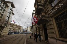 People walk past the building of the bank Safra next to the Paradeplatz square with the Swiss Banks Credit Suisse (back C) and UBS (L) in Zurich, April 12, 2013. Picture taken April 12, 2013. REUTERS/Michael Buholzer