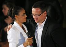 Beto Albuquerque, candidato a vice do PSB, ao lado de Marina Silva em São Paulo, após derrota no primeiro turno da eleição. 5/10/2014  REUTERS/Nacho Doce