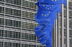 La Commission européenne a autorisé jeudi le déplafonnement des tarifs que les grands opérateurs de télécommunications appliquent à leurs homologues plus modestes pour qu'ils puissent accéder à leurs réseaux de téléphonie fixe. /Photo d'archives/REUTERS/Yves Herman