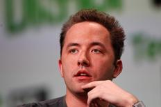 Drew Houston, fondateur et PDG de Dropbox, Des centaines d'identifiants et mots de passe présumés du site de partage de documents ont été publiés sur Pastebin, un site internet anonyme de partage d'informations. /Photo d'archives/REUTERS/Stephen Lam