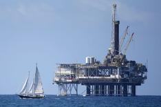 O mundo verá um crescimento muito mais fraco na demanda por petróleo em 2015 do que era previsto anteriormente, disse a Agência Internacional de Energia (IEA, na sigla em inglês), acrescentando que os preços do petróleo podem cair ainda mais. 28/09/2014 REUTERS/Lucy Nicholson