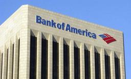 El edificio de Bank of America visto en el centro de Los Angeles. Imagen de archivo, 17 noviembre, 2011. Bank of America Corp, el segundo mayor banco de Estados Unidos, reportó el miércoles una pérdida trimestral aplicable a los accionistas comunes debido en gran parte a un amplio acuerdo hipotecario con el Gobierno estadounidense. REUTERS/Fred Prouser