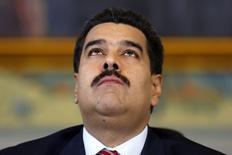 El presidente de Venezuela, Nicolás Maduro, durante una conferencia de prensa en el Palacio Miraflores en Caracas, 15 octubre, 2014. Los bonos venezolanos caían fuertemente el jueves porque una baja sostenida del precio del barril de petróleo, el principal producto de exportación del país sudamericano, generaba dudas sobre la capacidad del país para pagar sus deudas. REUTERS/Jorge Silva
