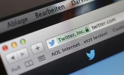 El sitio web Twitter visto en la pantalla de una computadora en Fráncfort, oct 21 2013. Twitter Inc permitirá que sus usuarios reproduzcan podcasts, música y otros archivos de audio directamente desde su página de inicio o de mensajes, a través de una nueva aplicación diseñada junto al servicio en línea SoundCloud. REUTERS/Kai Pfaffenbach