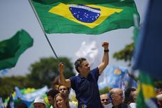 O candidato do PSDB à Presidência, Aécio Neves, durante evento de campanha em Copacabana, no Rio de Janeiro. REUTERS/Ricardo Moraes (BRAZIL - Tags: POLITICS ELECTIONS)