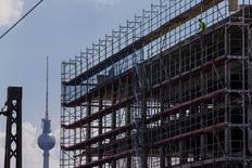 L'économie allemande se rapproche dangereusement de la récession, estime la Bundesbank, qui prévoit peu ou pas d'amélioration du produit intérieur brut (PIB) au second semestre. /Photo prise le 7 juillet 2014/REUTERS/Thomas Peter