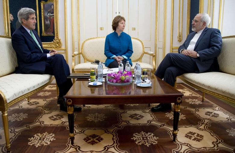 (L-R) U.S. Secretary of State John Kerry, European Union Foreign Policy Chief Catherine Ashton, and Iran's Foreign Minister Mohammad Javad Zarif are photographed as they participate in a trilateral meeting in Vienna October 15, 2014.    REUTERS/Carolyn Kaster/Pool
