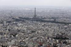 """Eurostat, l'institut européen des statistiques, a révisé à la baisse le déficit budgétaire français en 2013, à 4,1% du produit intérieur brut contre 4,3% estimé auparavant. Cette révision résulte de l'application des nouvelles normes du """"Système européen de comptes 2010"""". /PHoto d'archives/REUTERS/Philippe Wojazer"""