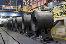 Цех одного из бывших американских заводов Северстали в Мичигане 21 июня 2012 года. Министерство торговли США решило отменить торговое соглашение 15-летней давности, защищавшее российских производителей стального проката от потенциальных пошлин. REUTERS/Rebecca Cook