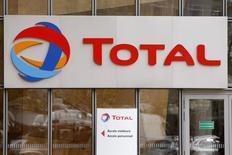 Штаб-квартира Total под Парижем 21 октября 2014 года. Французская нефтяная компания Total назначила генеральным директором главу нефтеперерабатывающего подразделения Патрика Пуяна, сообщила компания в среду. REUTERS/Charles Platiau