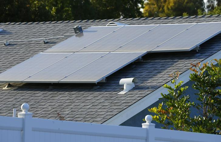 A home with solar panels on its roof is shown in a residential neighborhood in San Marcos, California  September 19, 2013. REUTERS/Mike Blake