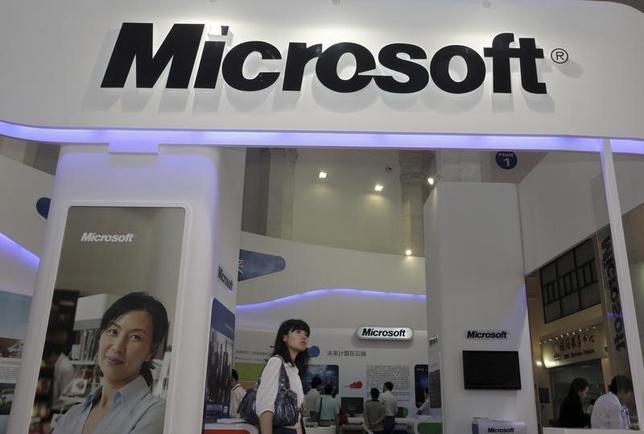 10月23日、米マイクロソフトは、同社のスマホのブランド名から「ノキア」を外す方針だ。写真は、マイクロソフトのロゴ、2010年撮影(2014年 ロイター/Stringer)