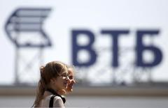 A sign for the logo of VTB Bank is pictured on the top of a building in central Stavropol, southern Russia July 17, 2014. REUTERS/Eduard Korniyenko (RUSSIA - Tags: BUSINESS LOGO)