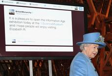 Britain's Queen Elizabeth  sends her first Tweet during a visit to the 'Information Age' Exhibition at the Science Museum, in London October 24, 2014.     REUTERS/Chris Jackson/Pool