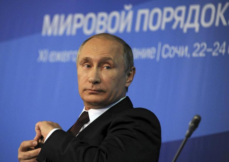 Russia's President Vladimir Putin attends a meeting at the Valdai Discussion Club in Sochi, October 24, 2014.  REUTERS/Mikhail Klimentyev/RIA Novosti/Kremlin