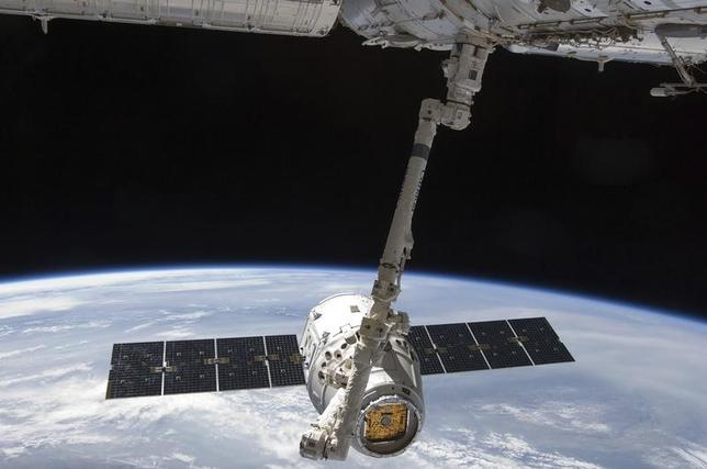 With the Earth in the background, the SpaceX Dragon commercial cargo craft is seen as it is grappled by the International Space Station's Canadarm2 robotic arm in this photo provided by NASA and taken May 25, 2012. REUTERS/NASA/Handout