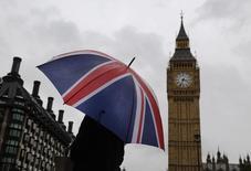 L'Union européenne a averti le Royaume-Uni lundi que le rabais budgétaire dont il bénéficie depuis 1984 serait menacé s'il tentait de modifier les règles en réponse à la contribution supplémentaire de 2,1 milliards d'euros qui lui est demandée. /Photo prise le 4 octobre 2014/REUTERS/Luke MacGregor