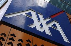 L'association de consommateurs CLCV va lancer une action de groupe contre le numéro un français de l'assurance Axa ainsi que contre l'association d'épargnants Agipi pour non-respect des engagements sur un contrat d'assurance-vie. /Photo d'archives/REUTERS/Mick Tsikas