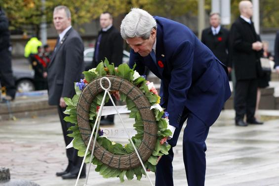 U.S. Secretary of State John Kerry lays a wreath at the National War Memorial in Ottawa October 28, 2014.  REUTERS-Blair Gable