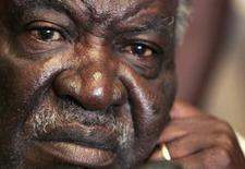 Foto de arquivo do presidente da Zâmbia,  Michael Sata, que morreu em um hospital de Londres. 30/09/2006. REUTERS/Siphiwe Sibeko
