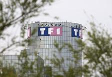 TF1 a renoué avec la hausse de ses recettes publicitaires au troisième trimestre à la faveur notamment de l'amélioration des audiences de ses chaînes de télévision. /Photo d'archives/REUTERS/Charles Platiau