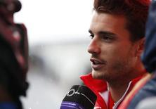Piloto de Fórmula 1 da Marussia, Jules Bianchi, fala à imprensa no circuito de Suzuka, no Japão, no início de outubro. 02/10/2014 REUTERS/Yuya Shino