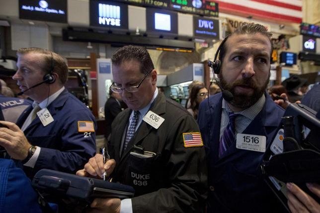 Traders work on the floor of the New York Stock Exchange October 30, 2014.  REUTERS/Brendan McDermid