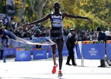 Wilson Kipsang of Kenya crosses the finish line to win the men's professional division of the 2014 New York City Marathon in Central Park in Manhattan, November 2, 2014. REUTERS/Mike Segar