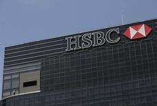 La banque britannique HSBC fait état d'un bénéfice courant imposable en baisse de 12% à 4,4 milliards de dollars (3,5 milliards d'euros) au troisième trimestre en raison notamment d'une hausse de 6% de ses dépenses d'exploitation. /Photo d'archives/REUTERS/Henry Romero
