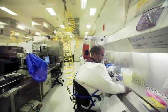 how to become a lab technician in canada
