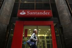 Agência do banco Santander no centro do Rio de Janeiro. 19/08/2014. REUTERS/Pilar Olivares