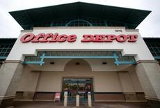 Office Depot a renoué avec le profit sur la période juillet-septembre après trois trimestres de pertes et a dans la foulée relevé ses prévisions de résultats pour l'ensemble de l'année. /Photo d'archives/REUTERS/Mike Blake