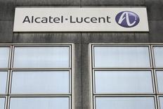 Alacatel-Lucent est en tête des hausses du CAC 40 (+3,48%)  et poursuit un rebond entamé jeudi dernier après publication de résultats trimestriels de l'équipementier télécoms qui ont rassuré. A la même heure, l'indice parisien gagne 1,48% à 4.191,39 points. /Photo d'archives/REUTERS/Stéphane Mahé